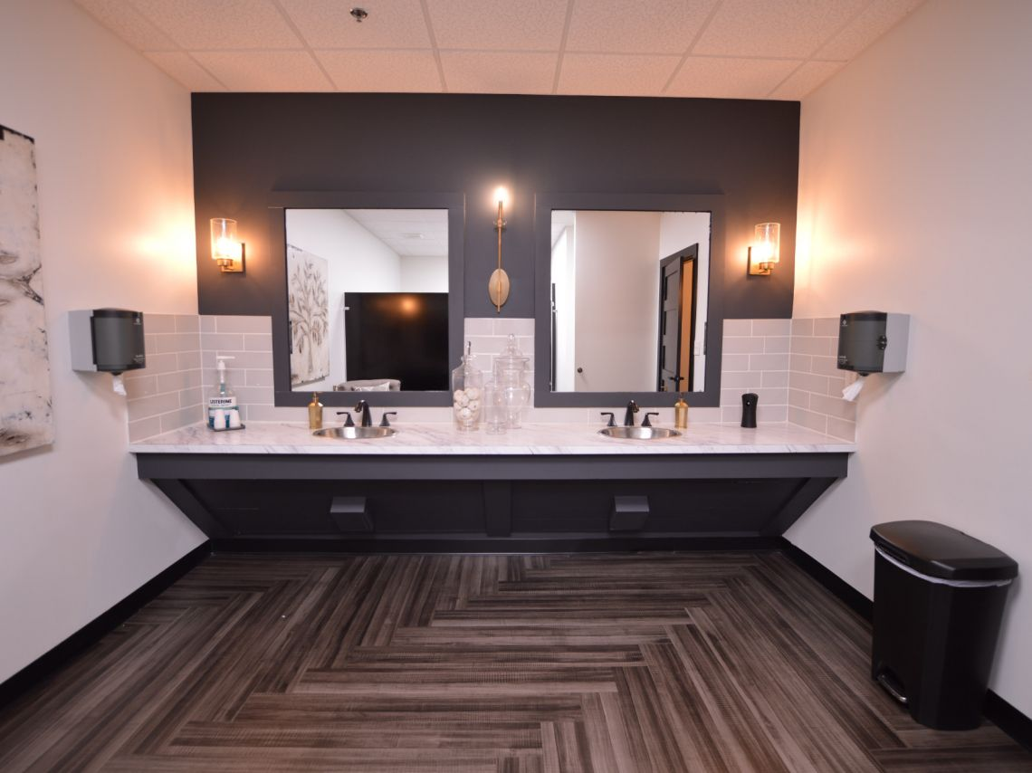 Sanders Team Realty Bathroom design